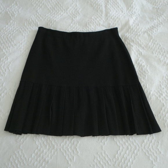 346d9d87057 THEORY Knit Pleated Mini-Skirt. M 5b5e139daa8770e10d01c9c8